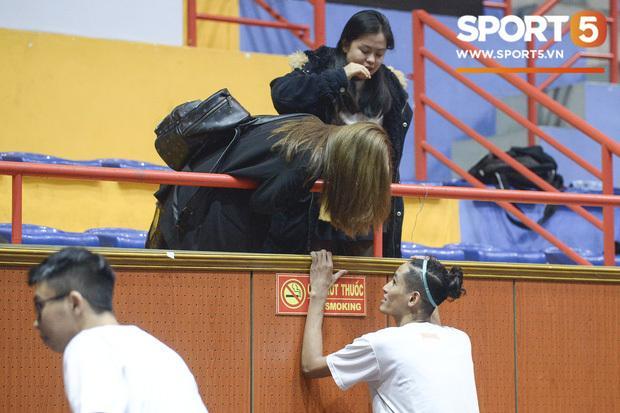 Bị fans tổng tấn công dò hỏi việc có bạn trai mới, tình cũ Quang Hải có cách né đòn cực khéo-3