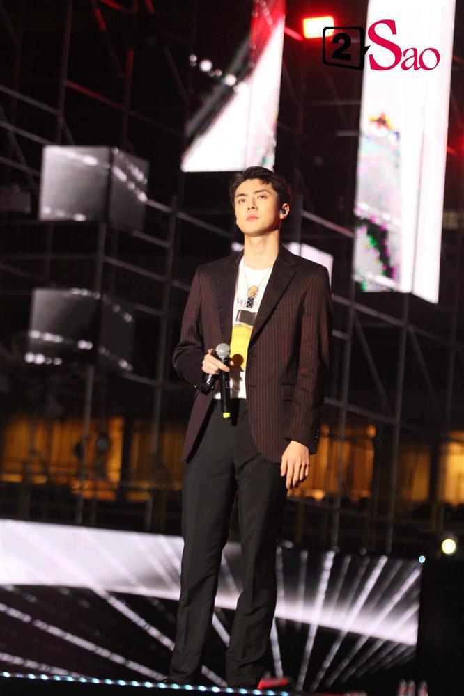 Đẳng cấp nam thần nhà SM: Chanyeol đội nón lá, Taemin đẹp như tiên tử dưới mưa-6