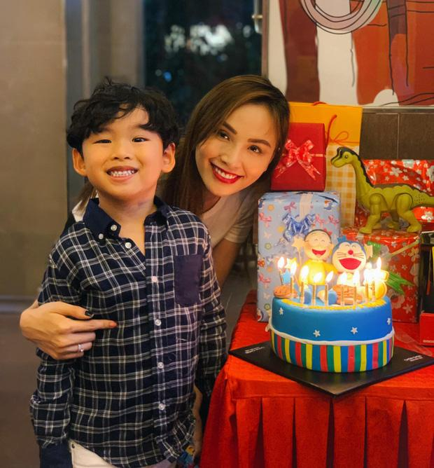 Ông xã Diễm Hương vắng mặt trong tiệc sinh nhật con trai giữa tâm bão ly hôn-1