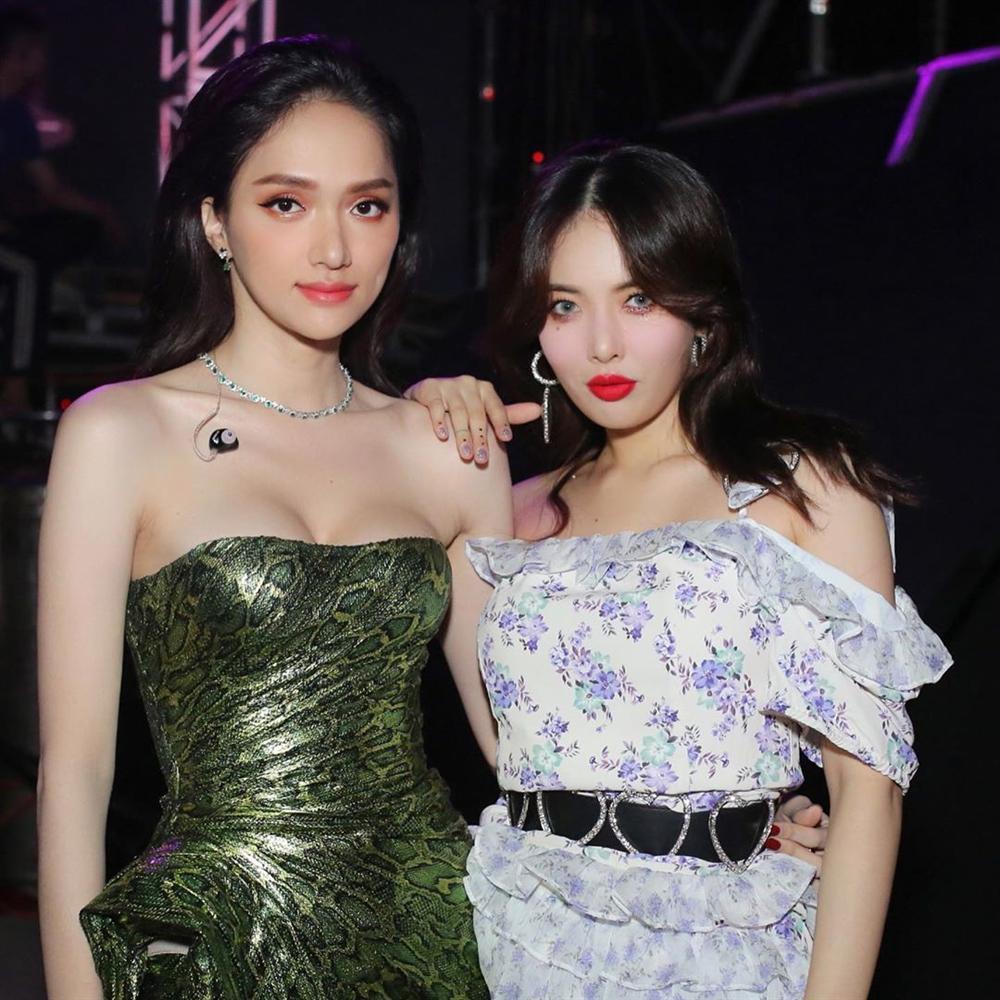 Hoa hậu Hương Giang chạm trán Nữ hoàng gợi cảm HyunA: Nhan sắc khó phân định thắng thua-3