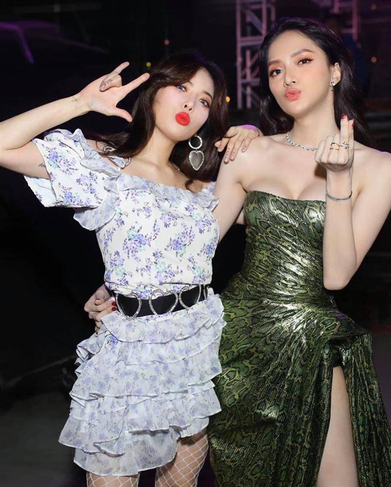 Hoa hậu Hương Giang chạm trán Nữ hoàng gợi cảm HyunA: Nhan sắc khó phân định thắng thua-4