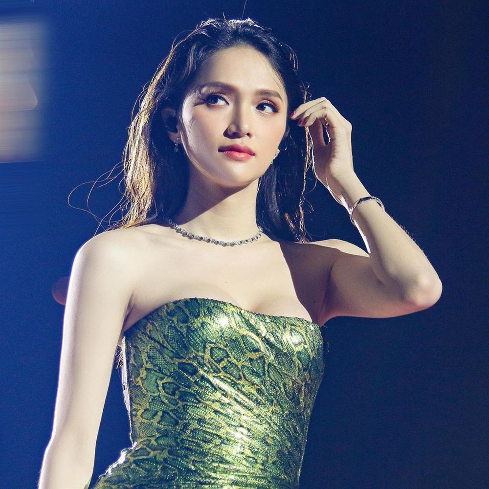 Hoa hậu Hương Giang chạm trán Nữ hoàng gợi cảm HyunA: Nhan sắc khó phân định thắng thua-7