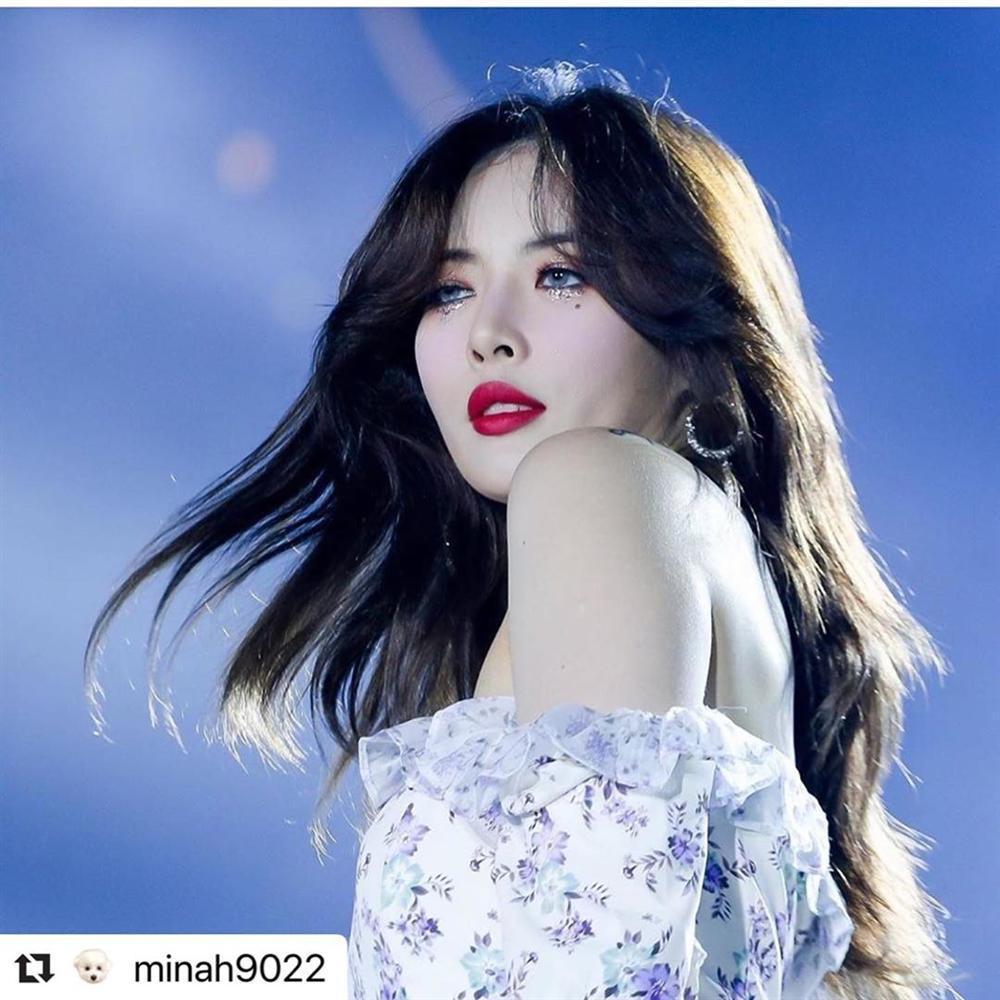 Hoa hậu Hương Giang chạm trán Nữ hoàng gợi cảm HyunA: Nhan sắc khó phân định thắng thua-14