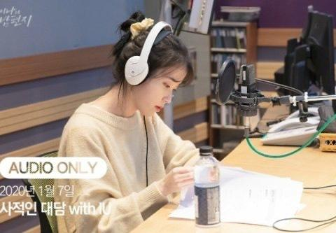 IU, Jennie và dàn mỹ nhân Hàn lăng xê mốt dùng chun vải từ thời cha mẹ-1