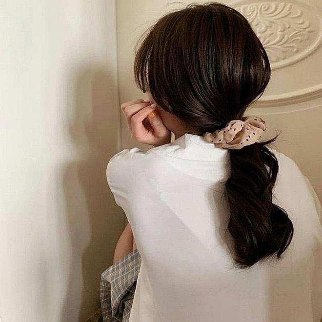 IU, Jennie và dàn mỹ nhân Hàn lăng xê mốt dùng chun vải từ thời cha mẹ-4