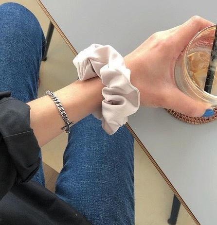 IU, Jennie và dàn mỹ nhân Hàn lăng xê mốt dùng chun vải từ thời cha mẹ-5