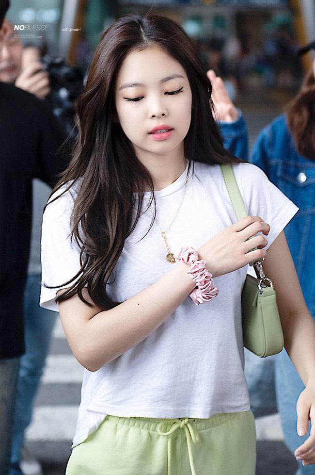 IU, Jennie và dàn mỹ nhân Hàn lăng xê mốt dùng chun vải từ thời cha mẹ-7