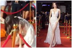 Lương Thùy Linh ngã dúi dụi khi đang bước trên thảm đỏ vẫn nổi bật giữa dàn hoa hậu mặc lại đầm cũ