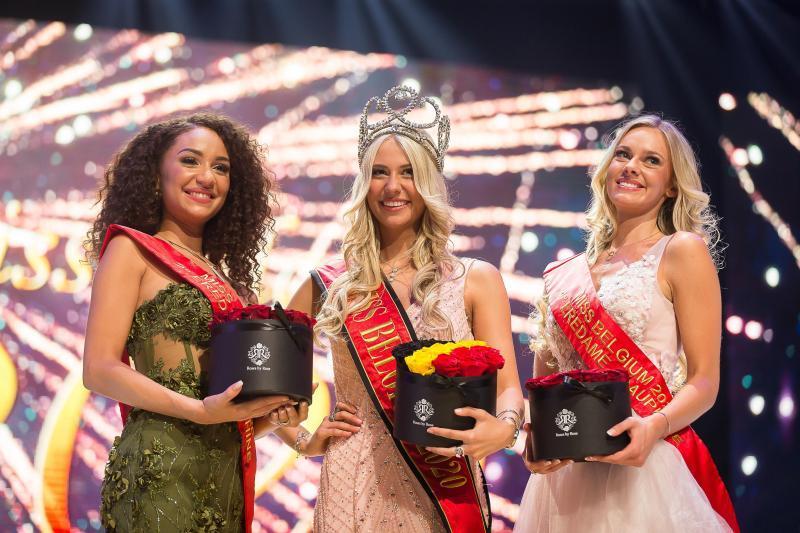 Tân Hoa hậu Bỉ 2020 té ngã trên sân khấu, văng luôn cả áo ngực-4