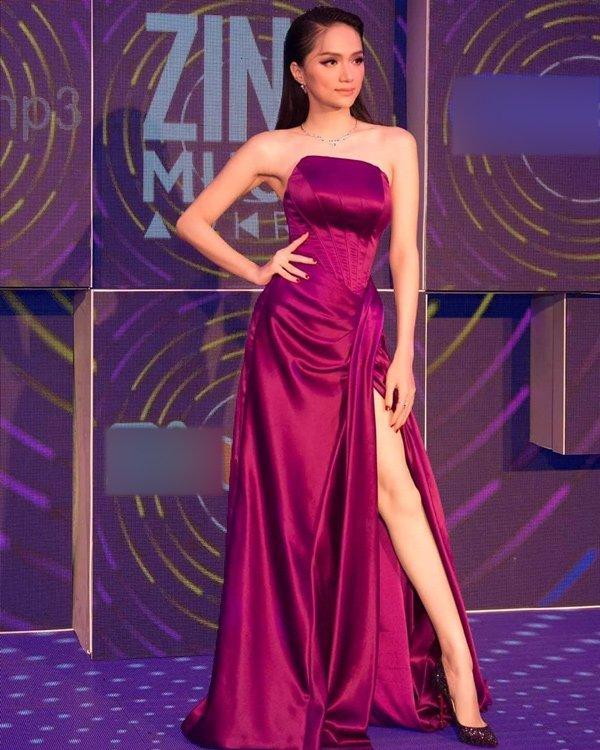 Phi Nhung đã cố chọn đôi giày siêu cao khổng lồ 25cm mà vẫn thấp hơn Hương Giang-3