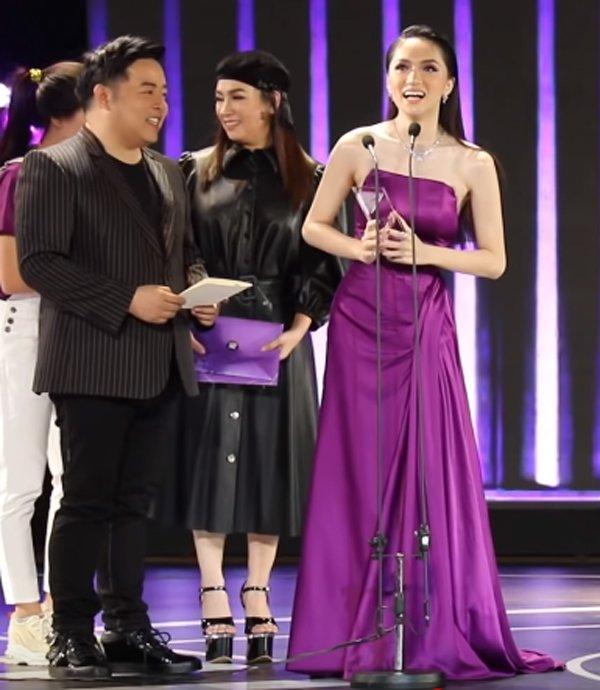 Phi Nhung đã cố chọn đôi giày siêu cao khổng lồ 25cm mà vẫn thấp hơn Hương Giang-6