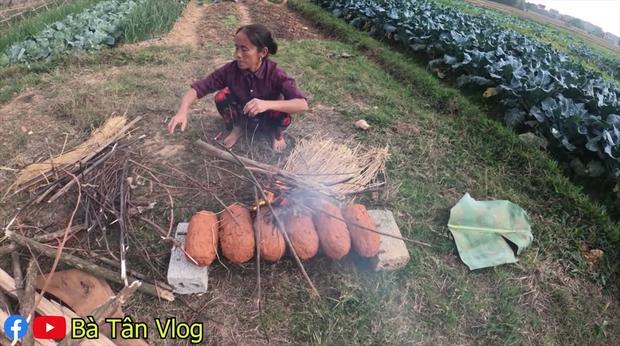 Cứ làm món nướng là cháy đen thui nhưng lần nào bà Tân Vlog cũng có cách chữa ngượng bá đạo-3