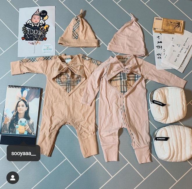 Mua đồ hiệu Burberry tặng cháu gái mới hơn 3 tháng tuổi, Jisoo chính là người dì quốc dân ai cũng muốn có-3