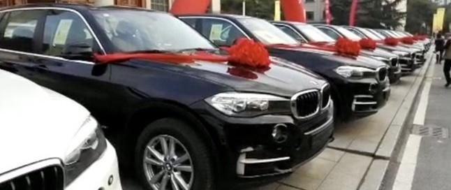 SẾP NGƯỜI TA: Hết thưởng tết bằng tiền mặt lại tặng nhân viên hẳn xe BMW-1
