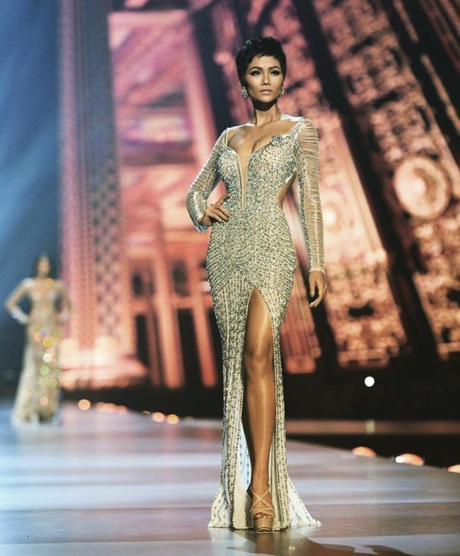 Mặc lại chiếc váy định mệnh trên đấu trường quốc tế, mỹ nhân Việt nào đạt phong độ đỉnh cao?-9