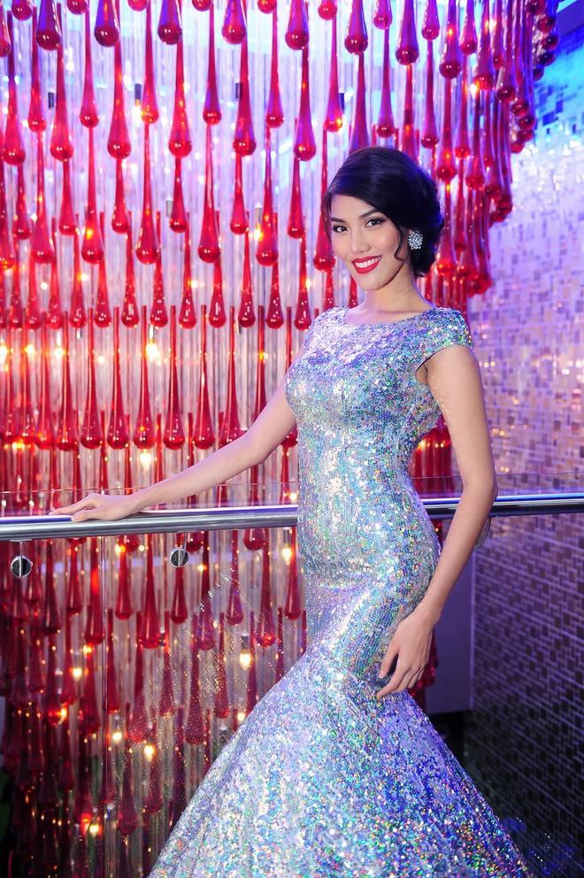 Mặc lại chiếc váy định mệnh trên đấu trường quốc tế, mỹ nhân Việt nào đạt phong độ đỉnh cao?-14
