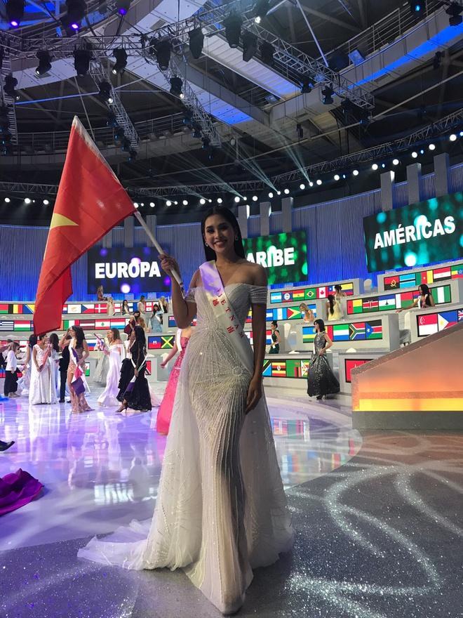 Mặc lại chiếc váy định mệnh trên đấu trường quốc tế, mỹ nhân Việt nào đạt phong độ đỉnh cao?-11
