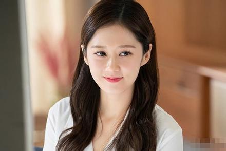 Jang Nara khẳng định đẳng cấp 'người đẹp không tuổi' với gương mặt như thiếu nữ