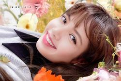 Lisa Blackpink đẹp hơn hoa trên bìa tạp chí, chia sẻ về tình yêu với các thành viên