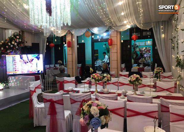 Không gian đám hỏi ở tư gia Đỗ Duy Mạnh trái ngược với tiệc mời hoành tráng tại nhà Quỳnh Anh-1