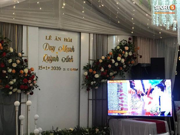 Không gian đám hỏi ở tư gia Đỗ Duy Mạnh trái ngược với tiệc mời hoành tráng tại nhà Quỳnh Anh-2