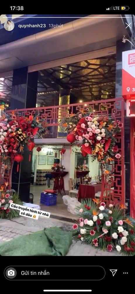 Không gian đám hỏi ở tư gia Đỗ Duy Mạnh trái ngược với tiệc mời hoành tráng tại nhà Quỳnh Anh-5