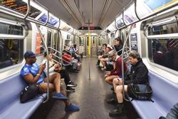 Mỹ: Những hình ảnh thú vị trong ngày 'Đi tàu điện không mặc quần'
