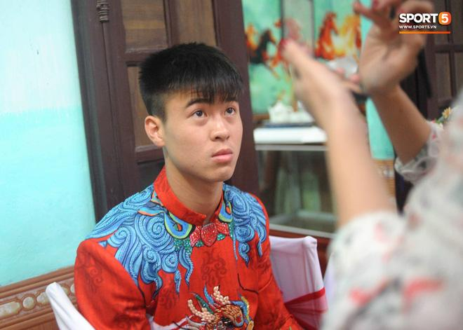Chú rể Đỗ Duy Mạnh trang điểm sương sương, cô dâu Quỳnh Anh vấn đầu tổ chim trong lễ ăn hỏi-1