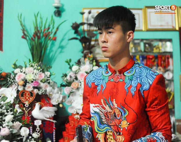 Chú rể Đỗ Duy Mạnh trang điểm sương sương, cô dâu Quỳnh Anh vấn đầu tổ chim trong lễ ăn hỏi-3
