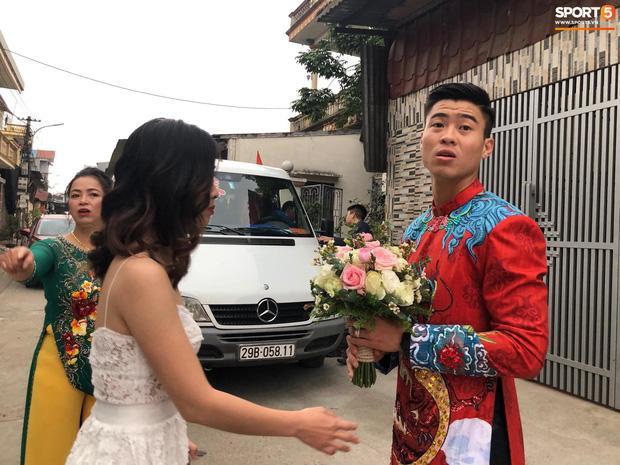 Chú rể Đỗ Duy Mạnh trang điểm sương sương, cô dâu Quỳnh Anh vấn đầu tổ chim trong lễ ăn hỏi-5