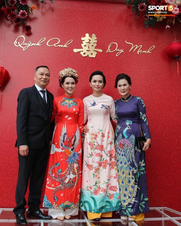 Chú rể Đỗ Duy Mạnh trang điểm sương sương, cô dâu Quỳnh Anh vấn đầu tổ chim trong lễ ăn hỏi-7