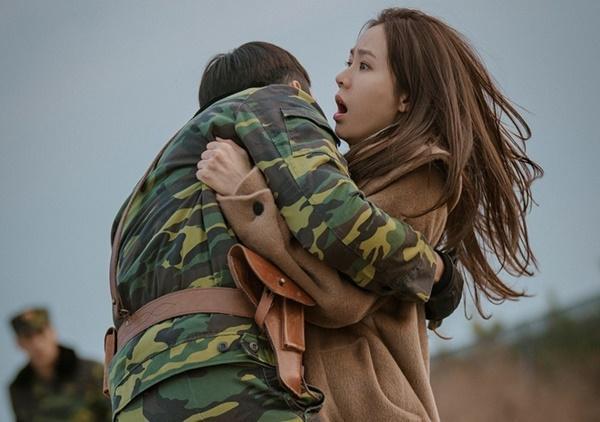 Hình ảnh ngọt ngào của Hyun Bin và Son Ye Jin trong 'Hạ cánh nơi anh-8