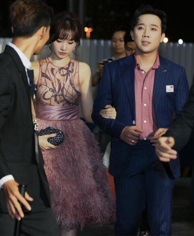 Lần đầu Hari Won đụng hàng Angela Phương Trinh: Cả hai cùng mất điểm vì lộ mút ngực-3