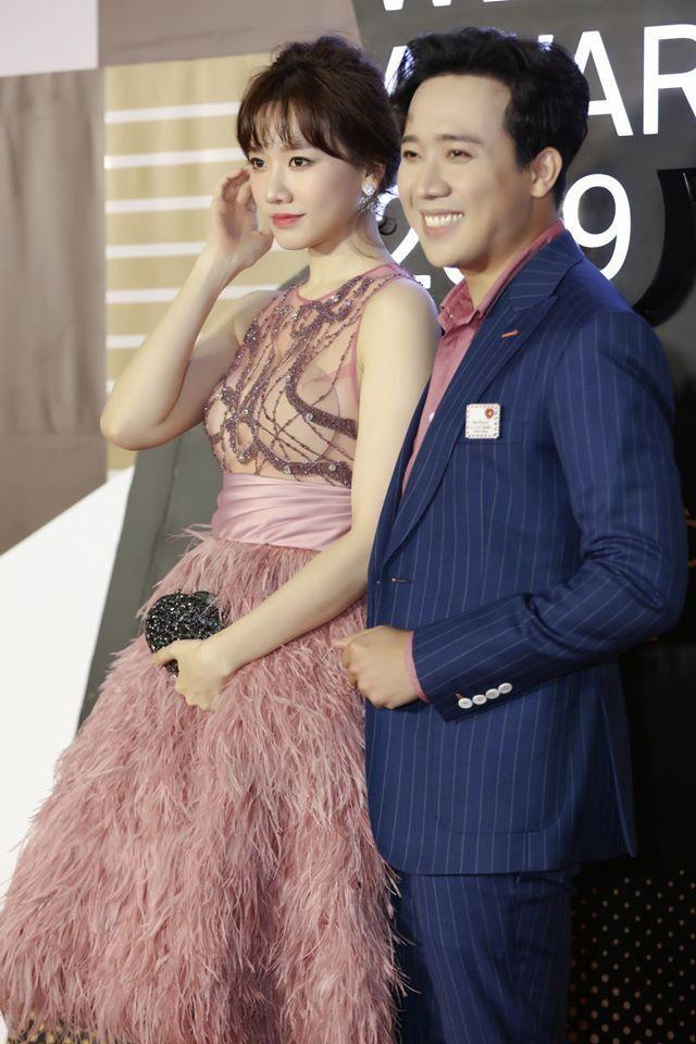 Lần đầu Hari Won đụng hàng Angela Phương Trinh: Cả hai cùng mất điểm vì lộ mút ngực-2