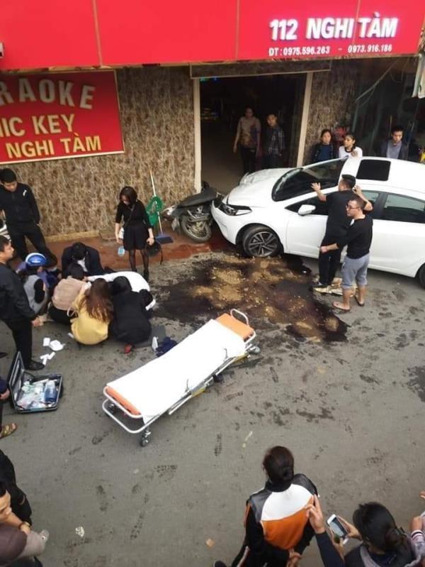 Hà Nội: Nghi vấn bác sĩ say rượu lái ô tô tông đồng nghiệp bị thương nặng-1