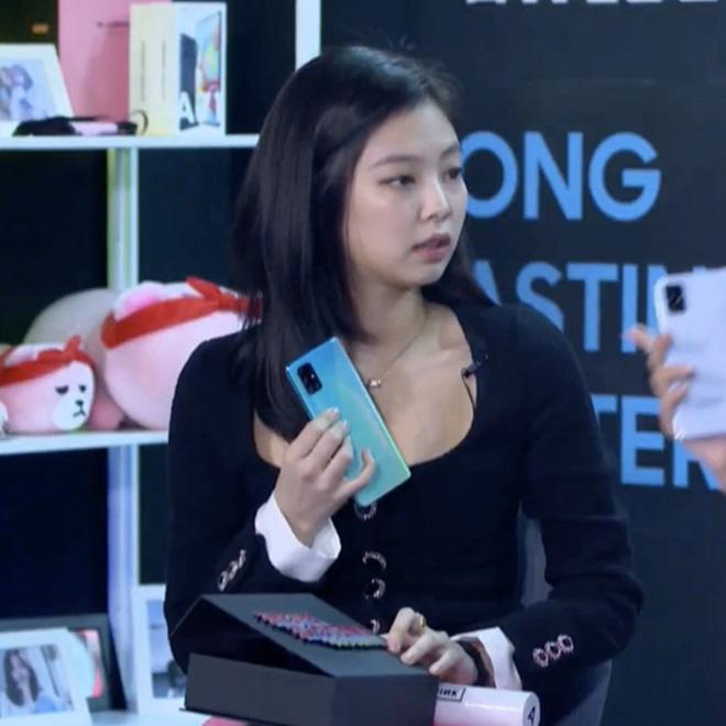 Đã bị đối xử bất công thì chớ, Jennie còn bị stylist dí cho bộ cánh già nua, mờ nhạt nhất từ trước tới nay-4