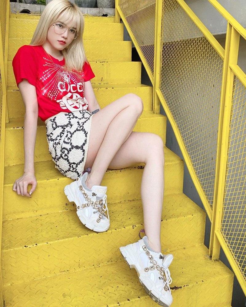 Hòa Minzy tự tin diện đầm bodycon ngắn cũn - Thúy Vi bắt nhịp xu hướng với váy tím pastel-9