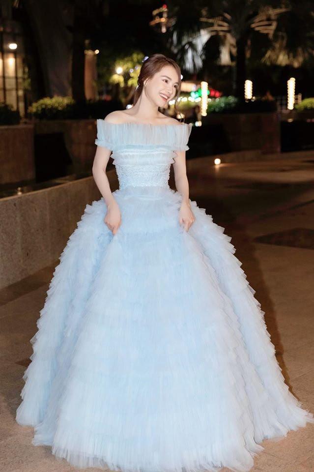 Hơn Hoa hậu Lương Thùy Linh 10 tuổi, Nhã Phương vẫn đẹp lấn át khi đụng hàng-4