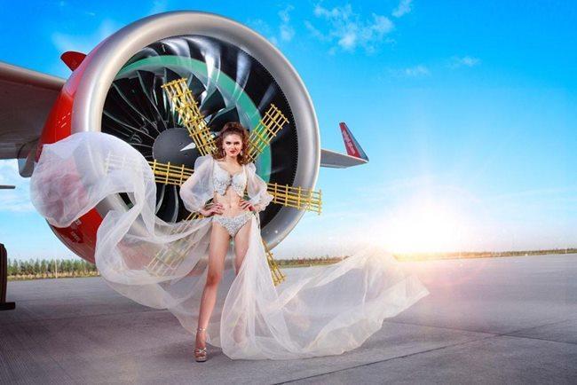 Người đẹp mặc bikini đi bay: Độc chiêu hút khách của các hãng hàng không-4