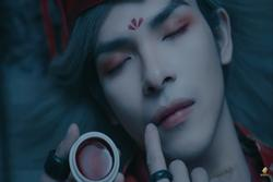 Ra mắt gần 2 tuần, khán giả mới phát hiện ra chi tiết vô lý trong MV 'Canh ba' của Nguyễn Trần Trung Quân