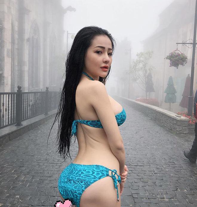 Trời lạnh -6 độ, Ngân 98 lại gây sốc khi mặc bikini uốn éo tạo dáng cùng bạn trai ở Hàn Quốc-2