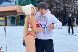 Trời lạnh -6 độ, Ngân 98 lại gây sốc khi mặc bikini uốn éo tạo dáng cùng bạn trai ở Hàn Quốc