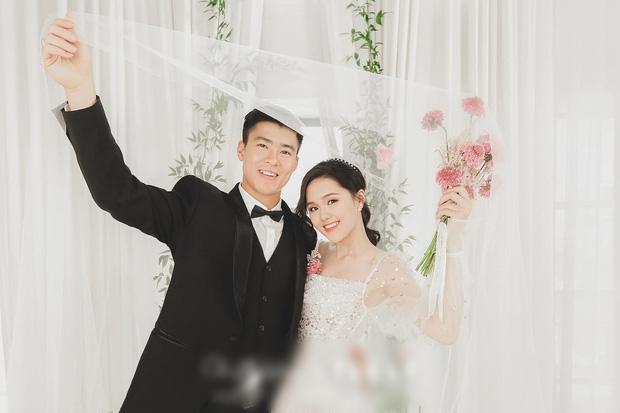Sau diện mạo hơi dừ trong ngày ăn hỏi, fan hy vọng vợ tương lai Đỗ Duy Mạnh đổi phong cách trong ngày cưới-3