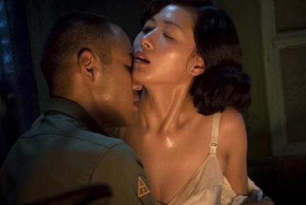 Top 10 cảnh nóng xứ Trung gây tranh cãi: Phạm Băng Băng bị chê phản cảm-6