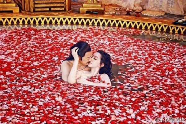 Top 10 cảnh nóng xứ Trung gây tranh cãi: Phạm Băng Băng bị chê phản cảm-11