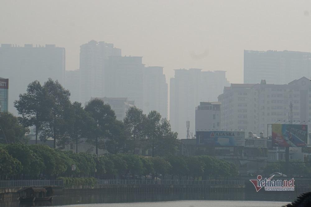 Sương mù ô nhiễm bao trùm Sài Gòn ngày cận Tết-1