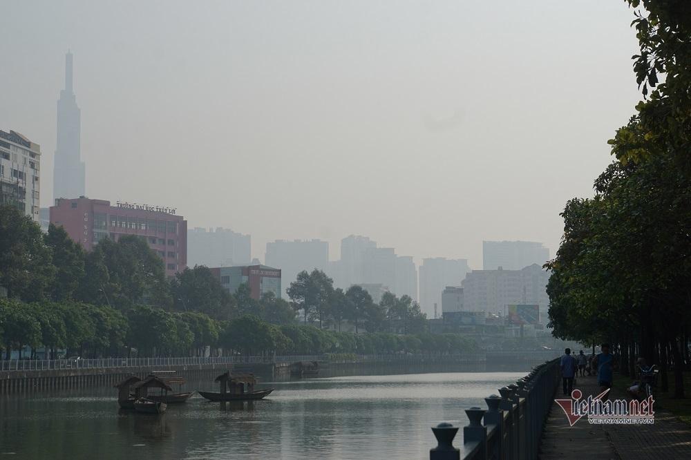 Sương mù ô nhiễm bao trùm Sài Gòn ngày cận Tết-6