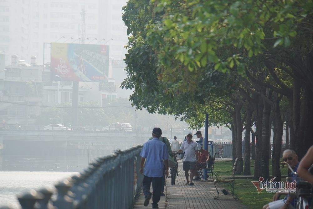Sương mù ô nhiễm bao trùm Sài Gòn ngày cận Tết-7