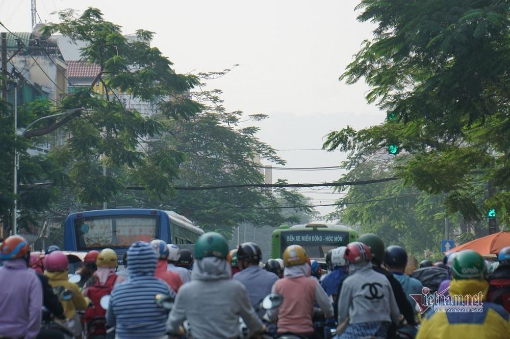 Sương mù ô nhiễm bao trùm Sài Gòn ngày cận Tết-8