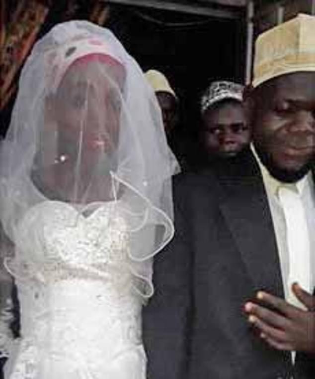 Cưới 2 tuần nhưng vợ không cho làm chuyện ấy, chú rể câm nín khi phát hiện ra cô dâu vốn là đàn ông-1